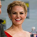 Josh Dallas & Jennifer Morrison SDCC 2014 (cropped).jpg