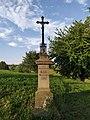 Kříž ve Sloupnici u cesty ke Džbánovu.jpg