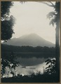 KITLV - 12402 - Kurkdjian - Soerabaja - Lake Klakah with a backdrop of Mount Lamongan - circa 1910.tif