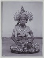 KITLV - 7293 - Kurkdjian - Soerabaja - Girl in dance costume on Bali - circa 1910.tif