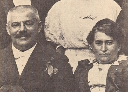 Hermann and Julie Kafka Kafka's parents c1913.jpg