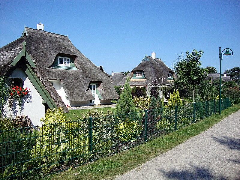 File:Karlshagen, Dünenresidenz 3.jpg