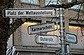"""Karmarschstraße Osterstraße Platz der Weltausstellung, Straßenschilder vor Mäntelhaus Kaiser nahe der """"Altstadt Südkurve"""" in Hannover.jpg"""