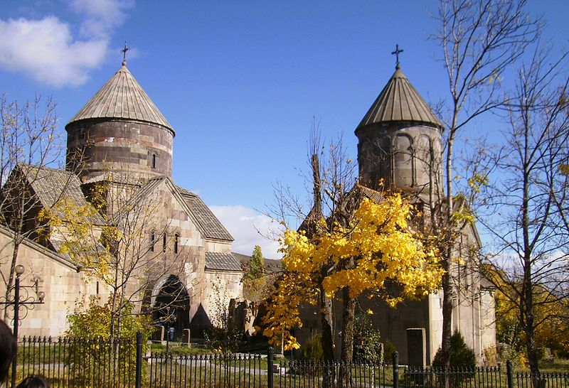 File:Kecharis church in Tsakhadzor.JPG