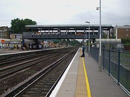 Kensington Olympia stn Overground look north.JPG