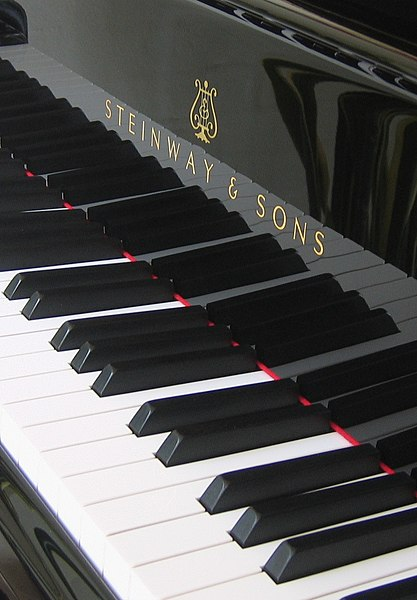 File:Keyboard of grand piano - Steinway & Sons (Hamburg factory).jpg