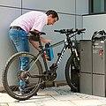 Kombiniertes Laden und Parken mit Fahrradhalterung in Weissach-Flacht.jpg