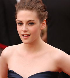 Kristen Stewart @ 2010 Academy Awards crop2