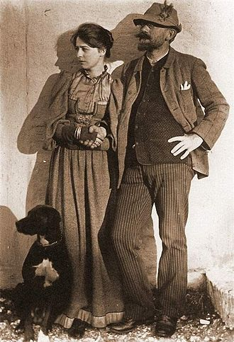 Marie Krøyer - Marie with Peder Severin Krøyer and their dog, Rap, photographed in Skagen (1892)
