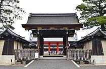 Kyoto-gosho Kenreimon (open).JPG