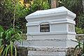 La tombe dHenri Mouhot au bord de la Nam Ou (4334806776).jpg