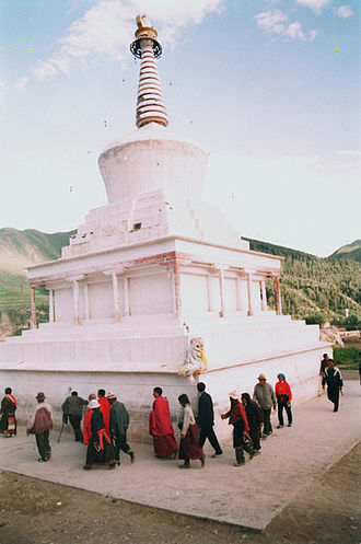 Labrang Monastery - Circumambulation of a chorten by visitors