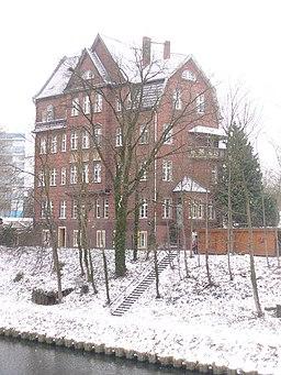 Lankwitz - Wohnblock am Teltowkanal (Apartment Block on the Teltow Canal) - geo.hlipp.de - 32203