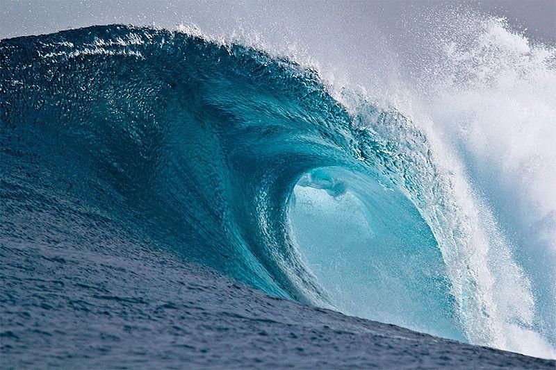 File:Large breaking wave.jpg