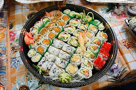 Sushi platter in takeway Large plate of sushis - panoramio.jpg