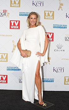 Leila McKinnon arrives at the 2016 TV Week Logie Awards (26814449392).jpg