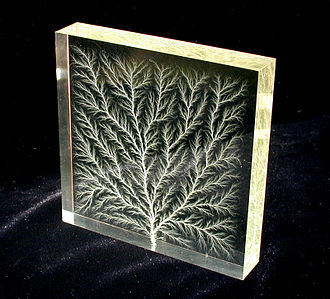 Poly(methyl methacrylate) - Lichtenberg figure: high voltage dielectric breakdown in an acrylic polymer block