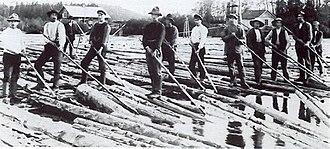 Klarälven - A workforce of log drivers from Finnskoga, working at the Lusten separation point, Forshaga, taken 1918