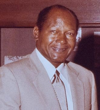 Tom Bradley (American politician) - Image: Los Angeles Mayor Tom Bradley meets with Rodolfo Escalera (Crop)