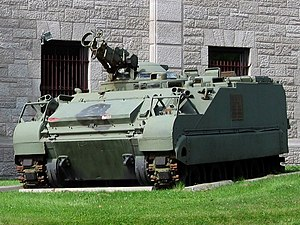 Lynx reconnaissance vehicle - Lynx of the Royal Canadian Hussars, installed in front of the Côte-des-Neiges Armoury, Montreal