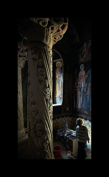 File:Mânăstirea Sinaia (1).jpg