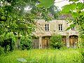 Méry-sur-Oise (95), anciennes écuries du château.jpg