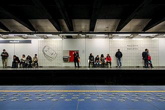 Maalbeek/Maelbeek metro station - Image: Maalbeek Maelbeek station (25684717280)