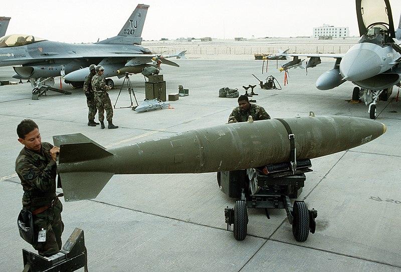 Plik:Mark-84 bomb.jpg