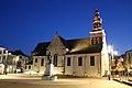 Markt met Onze-Lieve-Vrouwhemelvaartskerk, Egmontcrypte en Egmontstandbeeld, Zottegem, Vlaanderen, België 01.jpg