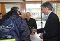 Mauricio Macri encabezó la adjudicación de rutas a cooperativas de recuperadores urbanos (7797603384).jpg