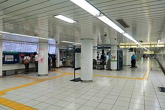 Meiji-jingumae Station - Chiyoda Line concourse