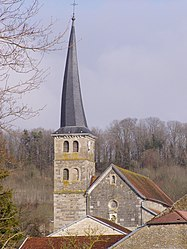 Clocher de l'église du village de Meuvy