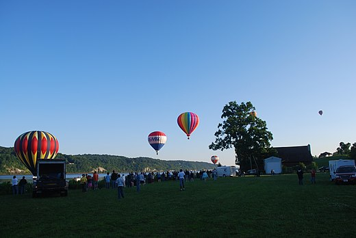 The Hudson Valley Hot-Air Balloon Festival, 2009 Mid-Hudson balloon festival 14.JPG