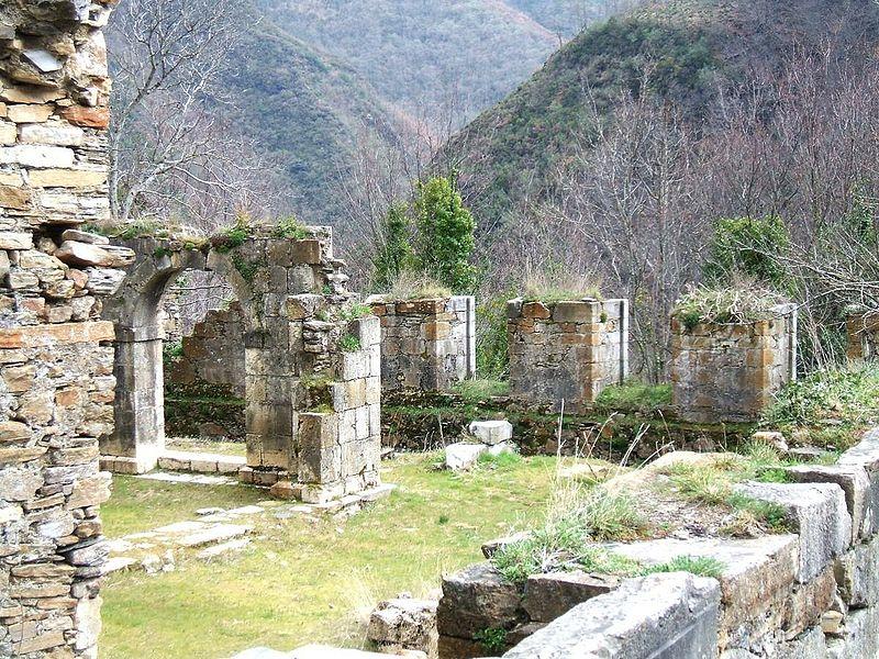 File:Montes de Valdueza - Monasterio de San Pedro de Montes5.jpg
