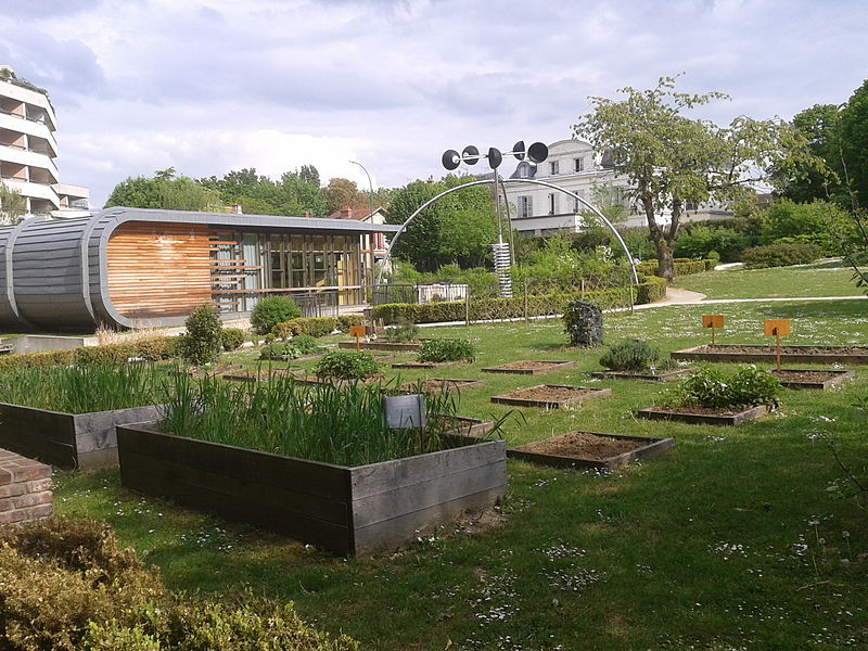File:Montgeron, Parc de la maison de l'environnement.jpg