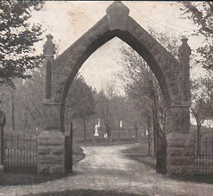 Mount Albion Cemetery - Image: Mt Albion cemetery entrance arch, 1908