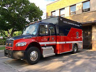 Service de sécurité incendie de Montréal - Truck used for fleet maintenance.