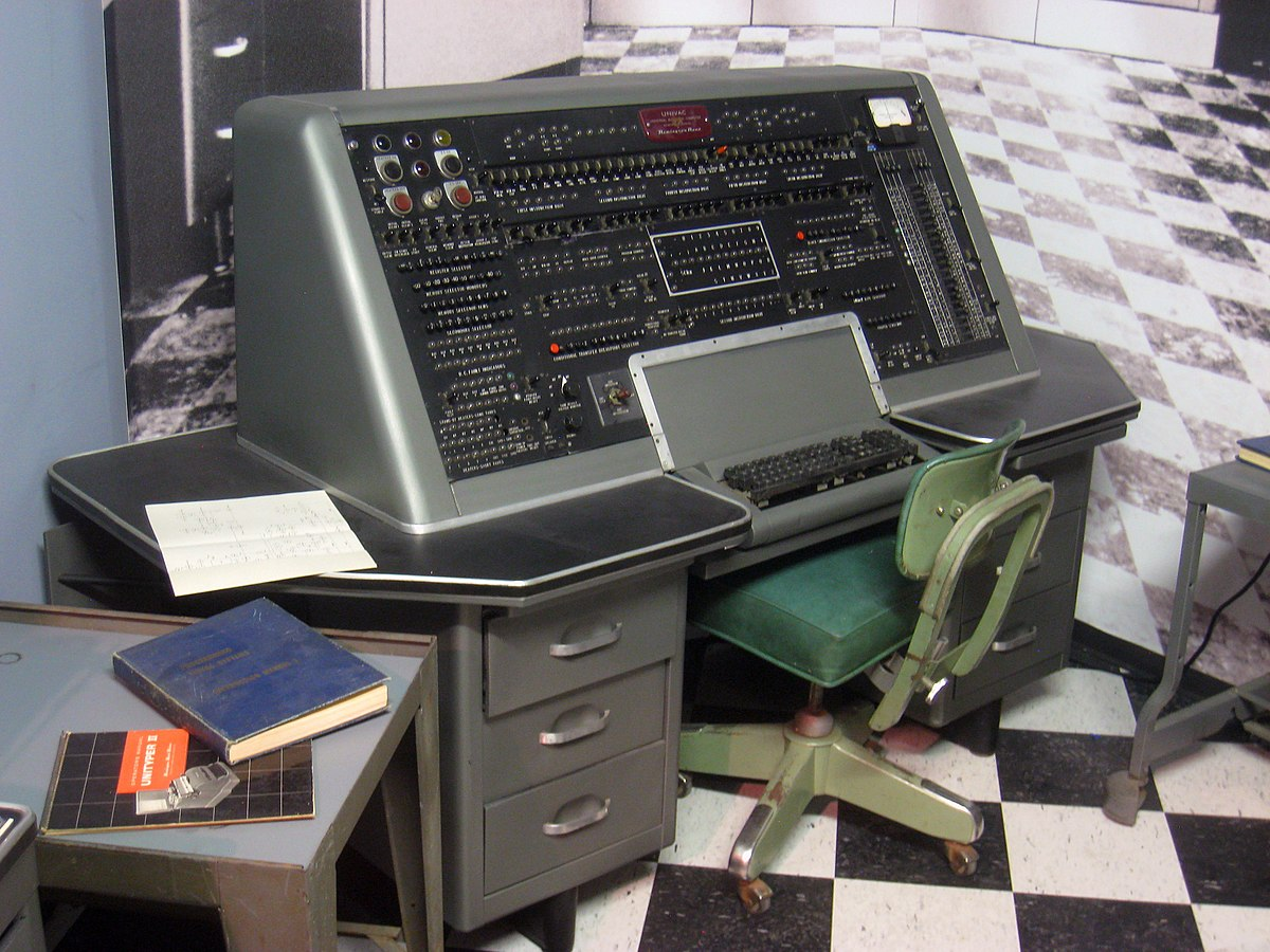 """univac and eniac Univac i,是1951年使用晶体管  1951年6月14日,莫奇利和埃克特再次联袂,在""""eniac""""的基础上生产了""""univac""""计算机."""