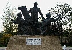 Muzaffer Sarısözen Anıtı.JPG
