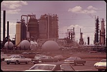 NEW JERSEY TURNPIKE AT LINDEN, WITH EXXON OIL REFINERY IN BACKGROUND - NARA - 552002.jpg