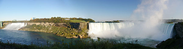 Niagara Falls, view from Canada, with American Falls and Bridal Veil Falls on the left, Horseshoe Falls on the right.