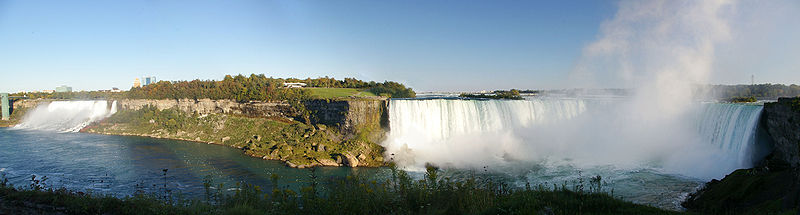 Niagara Falls, view from Canada, with American Falls and Bridal Veil Falls on the left, Horseshoe Falls on the right