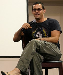 Nicholas Brendon, l'acteur interprétant Alex Harris, au Oakland Super SlayerCon, en 2004.
