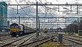 Nijmegen overzicht met volle kolentrein en Class66 (12953284765).jpg