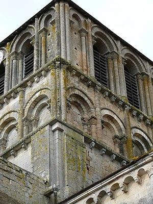 Lusignan, Vienne - Image: Notre Dame et Saint Junien de Lusignan detail