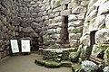 Nuraghe Santu Antine - cortile 02.jpg