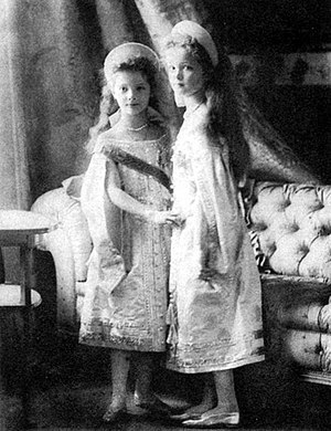 Grand Duchess Olga Nikolaevna of Russia - Grand Duchesses Tatiana, left, and Olga Nikolaevna dressed in court dress, ca. 1904.