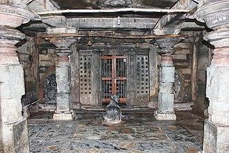 Kalleshwara Temple, Hire Hadagali - Image: Open mantapa (hall) in Kalleshvara temple at Hire Hadagali