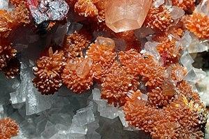 Orpiment - Image: Orpiment, réalgar, barytine, calcite 300.4.FS2014