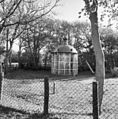 Oude lichtkoepel van de vuurtoren, op de grond - Haamstede - 20095439 - RCE.jpg
